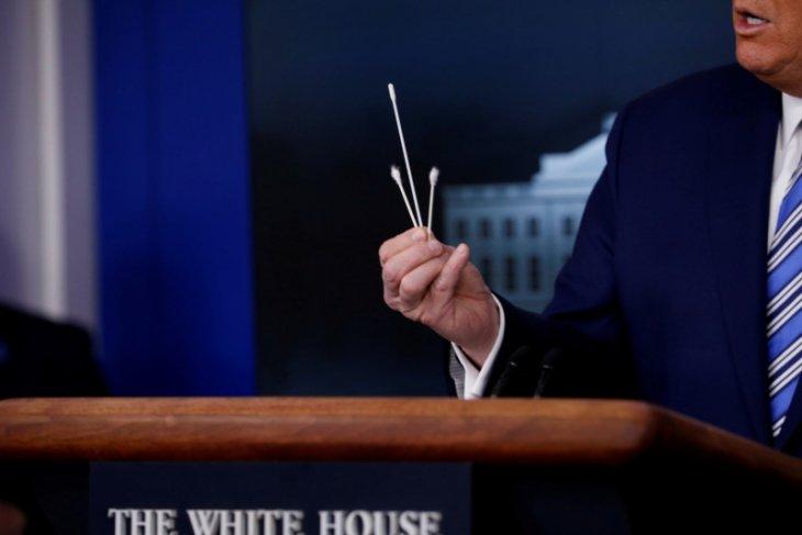 Penasihat Donald Trump tuduh China simpan data COVID-19 demi keuntungan