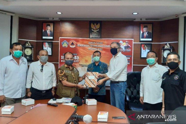 Pelaku pariwisata Bali-Aptisi serahkan bantuan masker
