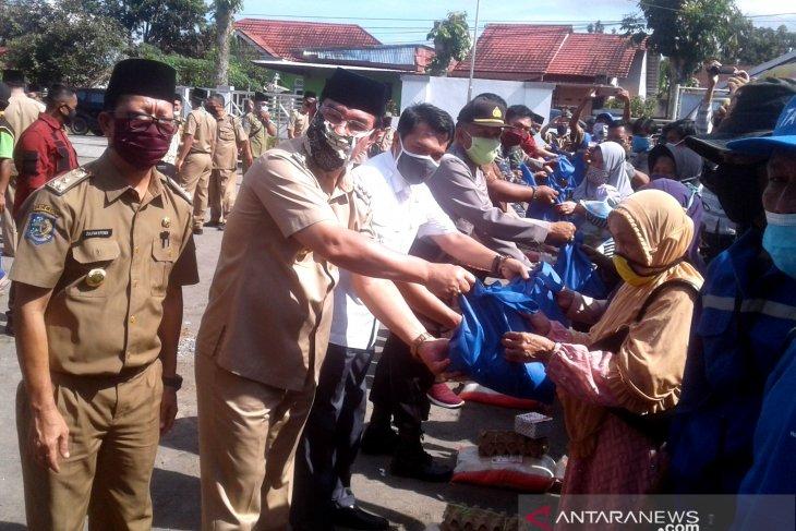 Pemkab Rejang Lebong bagikan ribuan paket sembako ke warga terdampak COVID-19