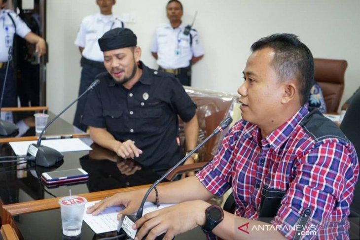 PDAM Tirta Tarum Karawang diminta bebaskan tagihan air masyarakat kurang mampu
