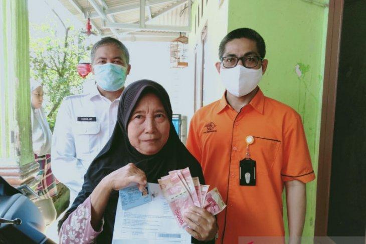 Warga terdampak COVID-19 Kabupaten Tangerang dapat bansos tunai  Rp600.000