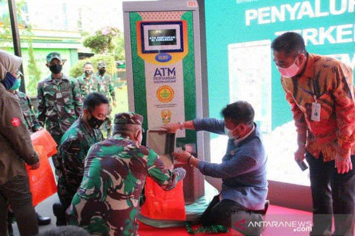 ATM beras ala mentan bantu pangan warga terdampak PSBB