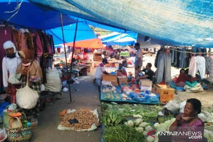 Ditengah COVID-19 sehari menjelang puasa Ramadhan, harga kebutuhan pokok di Tapsel stabil