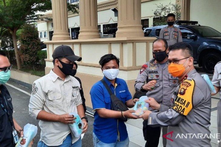 Kapolda Jambi bagikan vitamin dan masker kepada wartawan
