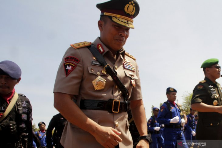 Kupang policeman donates first salary to help corona-affected families