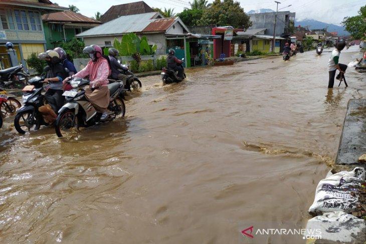 Ratusan rumah di Kota Curup terendam banjir