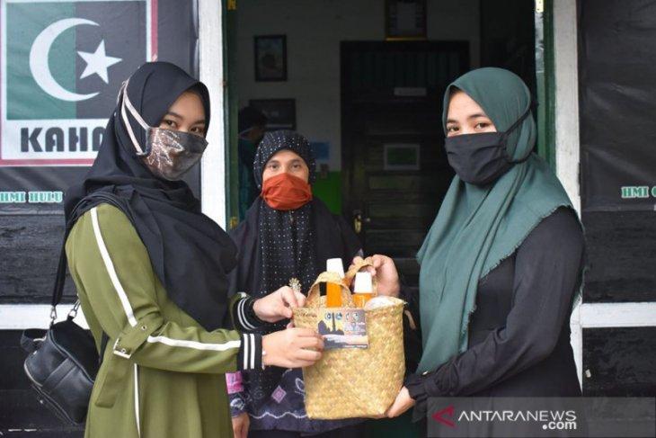 HMI Kandangan peduli, bagikan sembako dan masker