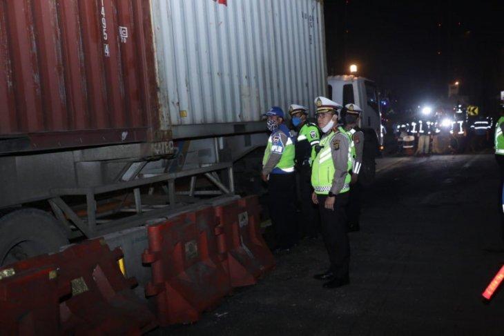 "Police turn back 1,181 car drivers following ""mudik"" ban enactment"