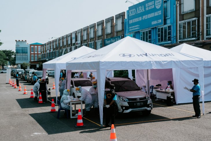Hyundai donates 10,000 PPE sets for West Java's medical workers