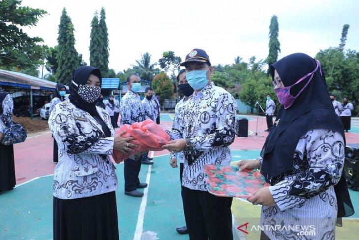Peduli cegah COVID-19, PGRI HSS bagikan masker untuk masyarakat
