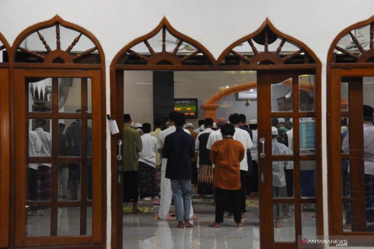Ma'ruf Amin: Shalat berjamaah di Masjid tidak boleh dilakukan pada zona merah