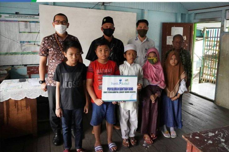 UPZ BANK Kalsel santuni 14 siswa madrasah