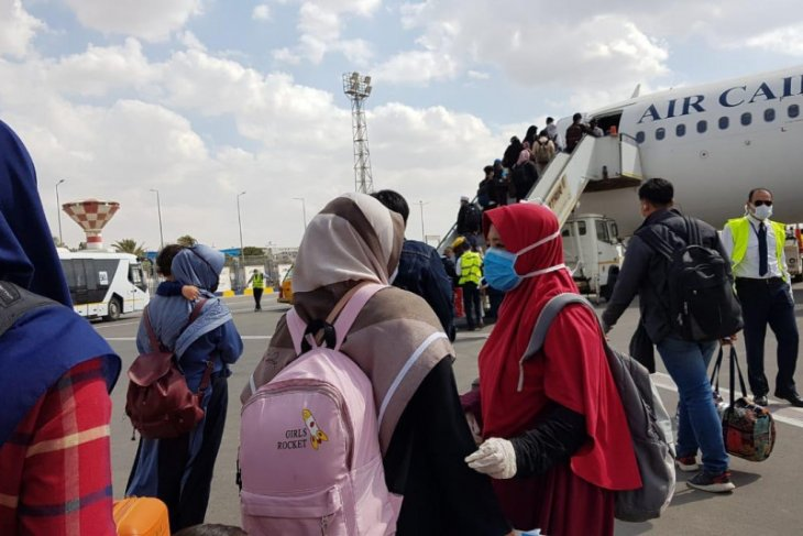 Embassy facilitates 75 Indonesians in Egypt to return home