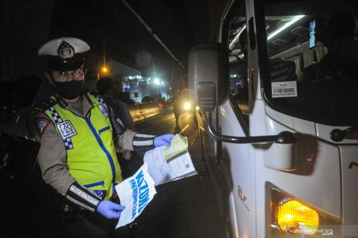 Nekat angkut pemudik, 12 kendaraan travel gelap  ditahan polisi,