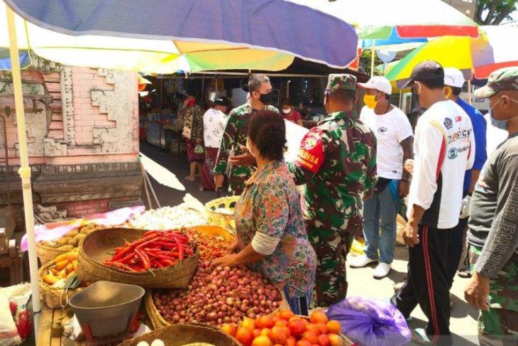 Dandim Buleleng sesalkan warga tak bermasker di Pasar Banyuasri