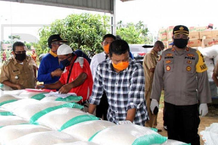 Tanjabtim mulai distribusikan bantuan jaring sosial di tiga kecamatan