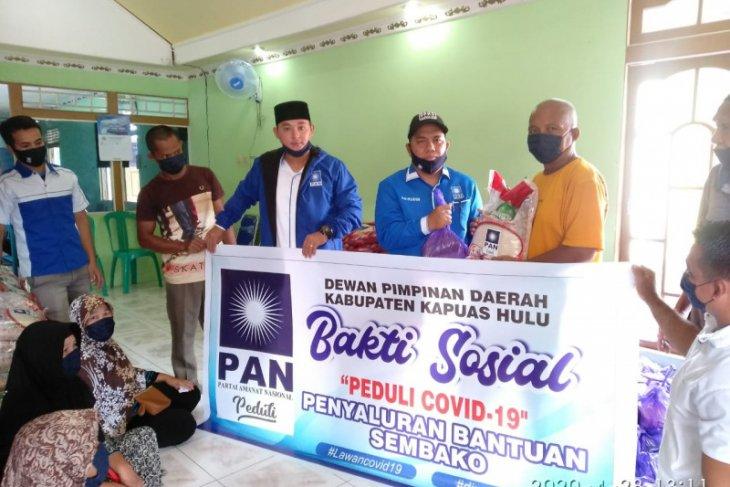 Partai Amanat Nasional bagikan sembako dan masker di Putussibau Selatan