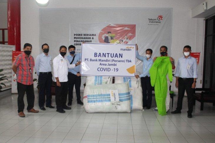 Bank Mandiri Jambi bantu 300 unit baju hazmat melalui Satgas Bencana BUMN Jambi