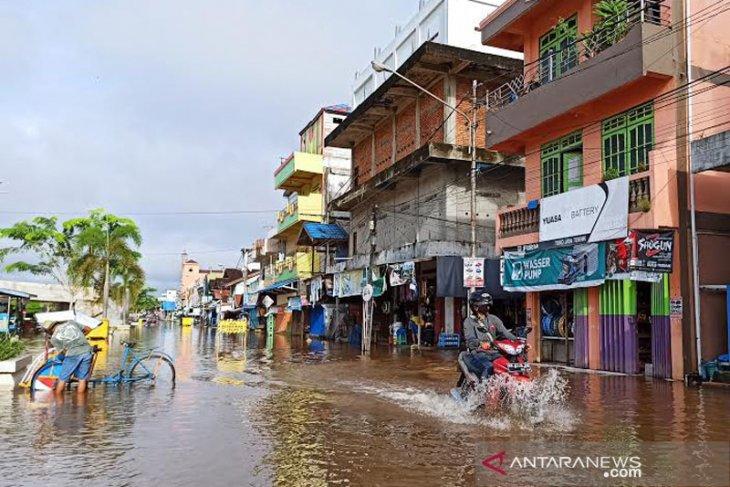 Barito River overflows, inundating North Barito's low-lying areas