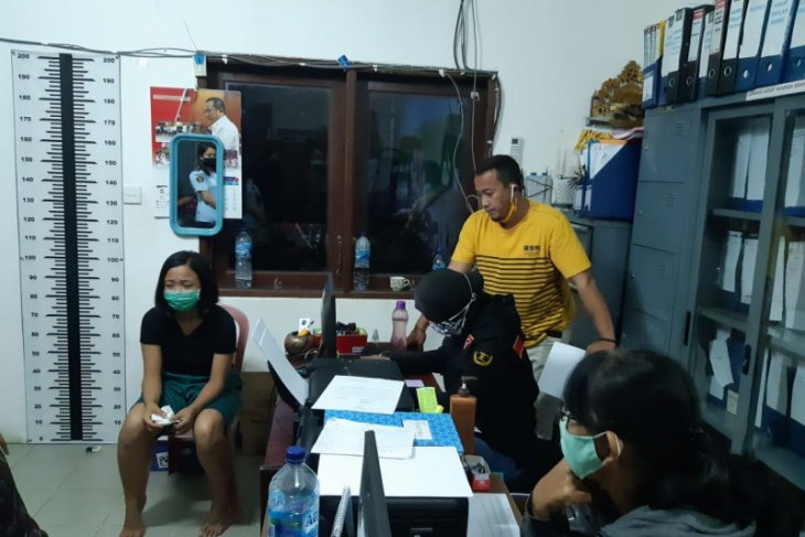 Denpasar Penitentiary warden arrested over attempted meth smuggling