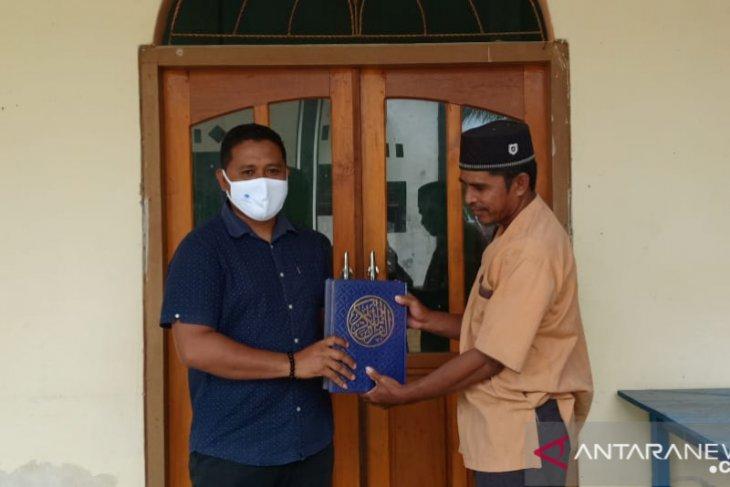 Legislator NasDem di Gorontalo Utara salurkan bantuan Al Quran