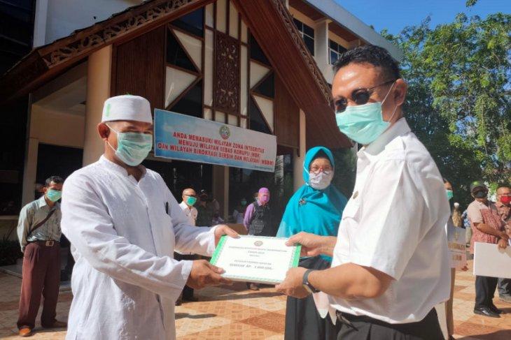 Pemkot Pontianak berikan bantuan guru ngaji-fardu kifayah-posyandu dan RT-RW