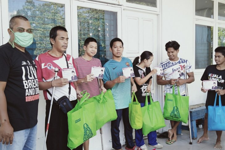 Anggota DPR RI mengirim bantuan sembako untuk atlet disabilitas Kalsel
