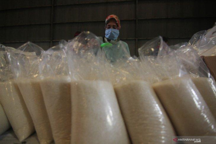 Anggota DPR  Andi Akmal  ingin pemerintah tuntaskan persoalan komoditas gula