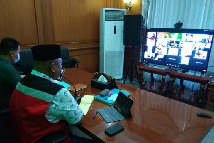 Lewat Video Conference, Bupati Pantau Perkembangan Penanganan COVID-19