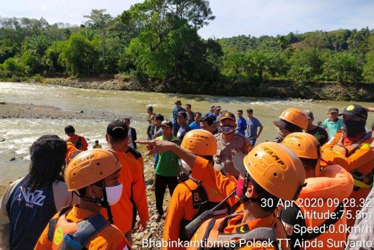 Tim SAR masih cari korban hanyut di Sungai Selagan Mukomuko