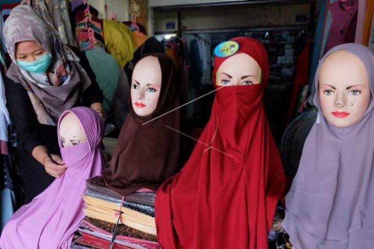 Pedagang busana muslim