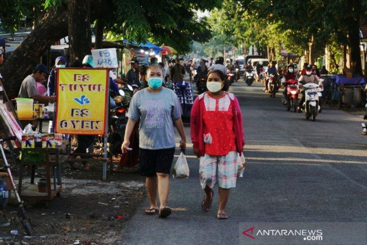 Pasar takjil tetap ramai saat PSBB Surabaya