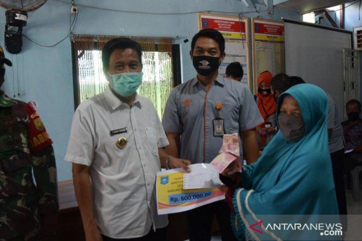 Pemkab Bangka Tengah Cairkan BST kepada warga terdampak COVID-19