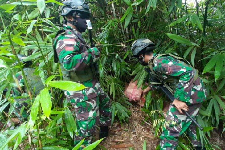 Satgas Pamtas gagalkan penyelundupan belasan kardus sosis ilegal asal Malaysia