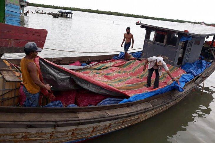 Bea cukai gagalkan penyelundupan 13 ton bawang di perairan Aceh Tamiang