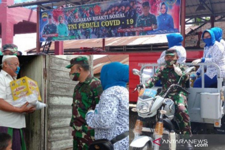 TNI salurkan bantuan sosial kepada warga terdampak COVID-19
