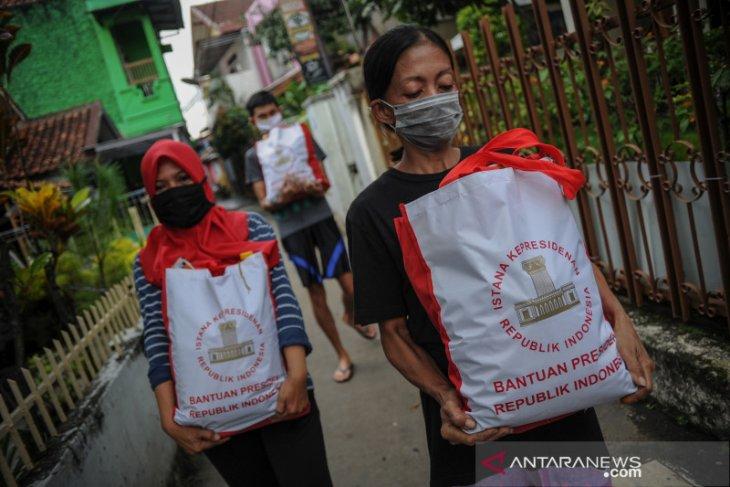 Presiden Jokowi salurkan bansos ke 15 kota