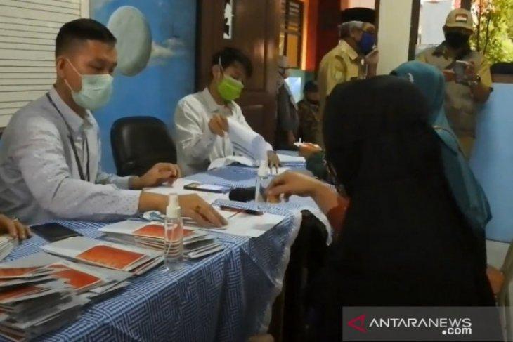 Warga Kota Tangerang terima Bantuan Pangan Non Tunai dari Kemensos