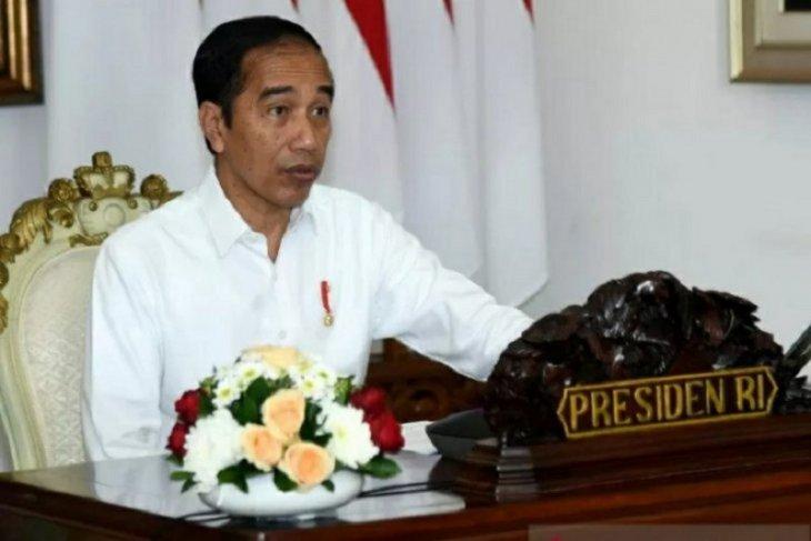 Presiden berdialog melalui video dengan perajin kayu asal Bali