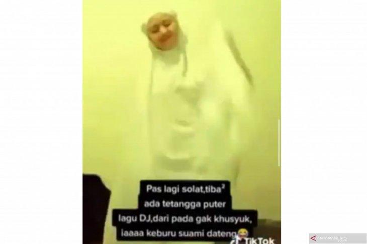 Pembuat video shalat sambil joget TikTok ditangkap polisi