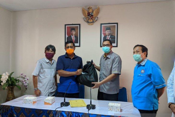 BPJAMSOSTEK Denpasar berikan 200 paket bahan pokok untuk pekerja ter-PHK