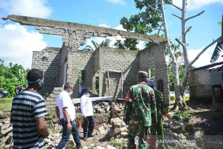 Puluhan rumah rusak berat ratusan terendam banjir di Kepulauan Tanimbar