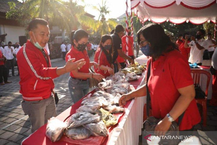 Bupati Gianyar berhasil jual 5 ton ikan milik petani