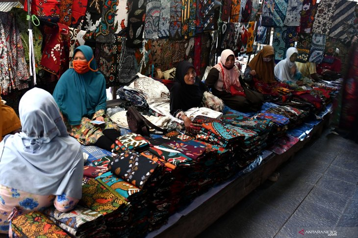 Pasar batik Pamekasan lesu
