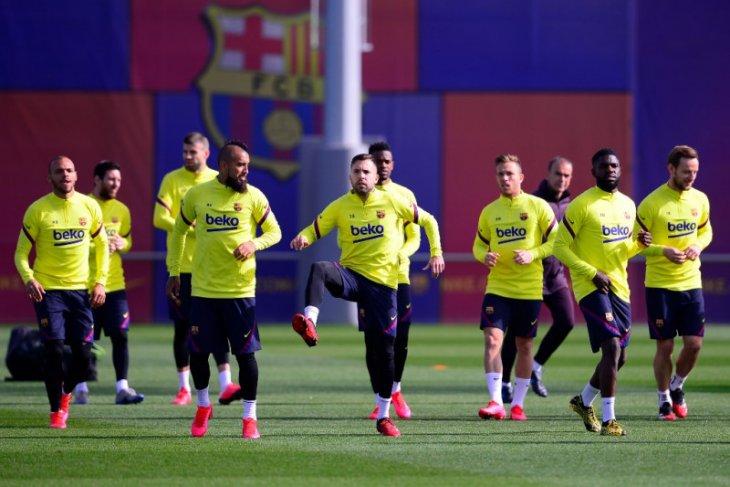 Pemain Barcelona mulai berlatih lagi Jumat ini