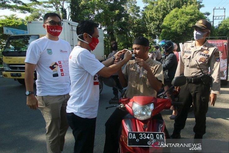 Dinas Kominfo bersama Polres Banjar bagikan masker