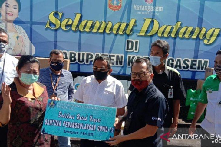 Perbankan Bali salurkan APD-bahan pokok kepada warga Karangasem