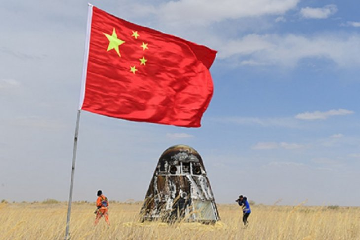 Pesawat luar angkasa China mendarat di bulan