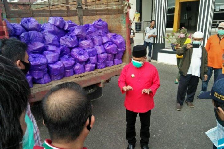 Agen LPG Pertamina berikan bantuan 1.750 paket sembako ke masyarakat Kabupaten Sambas