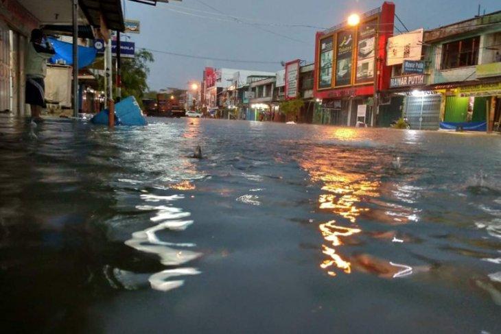 Banjir di Banda Aceh diakibatkan saluran air bermasalah dan tersumbat sampah